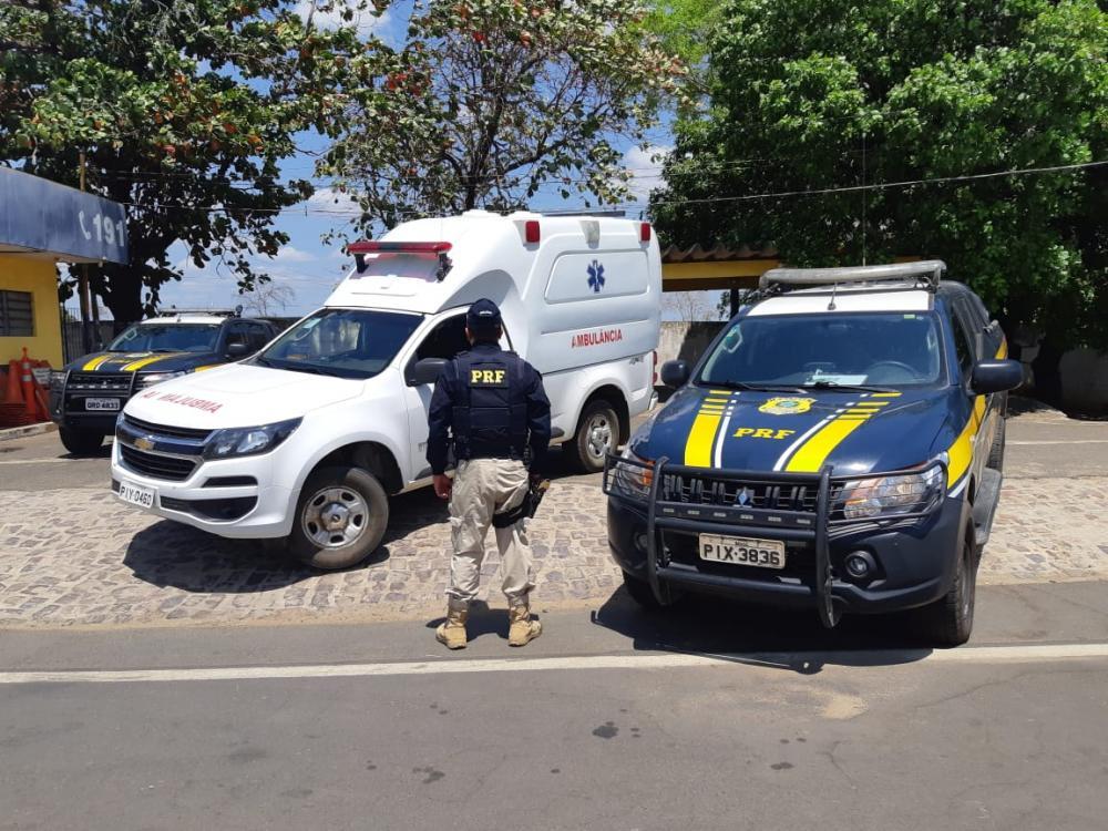 PRF apreende ambulância sem registro na BR 316. Foto: Reprodução PRF