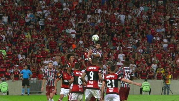 Com gol de Guerrero, Fla derrota o Flu e leva sexto Carioca invicto