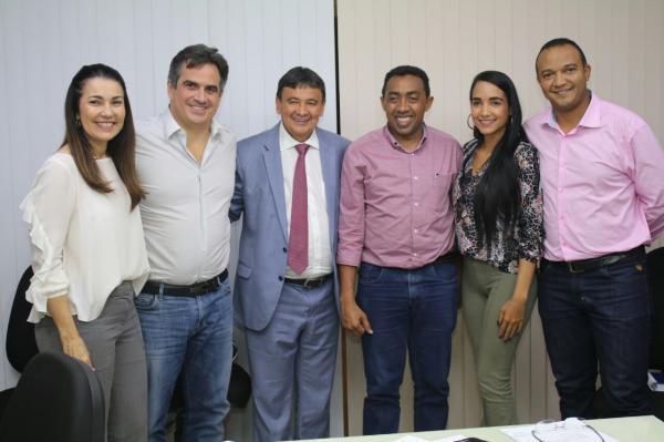 Ciro Nogueira leva 44 prefeitos do PP para encontro com Wellington Dias