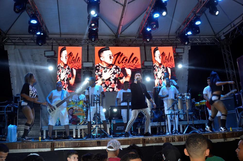 João Velloso, Gang & Cia e Bill Coimbra animam noite durante festejo de Angical do Piauí; imagens