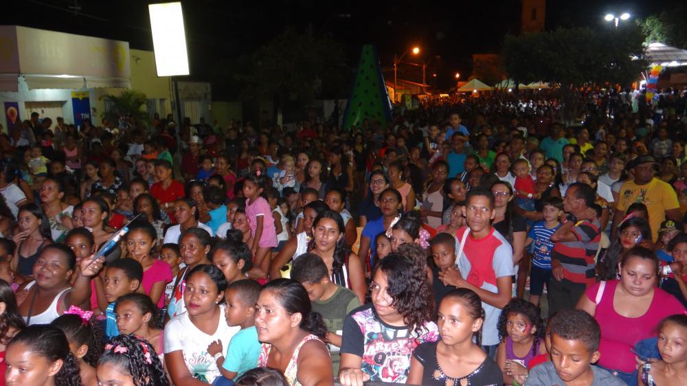 Mega festa da criança reúne milhares de pessoas em São Pedro do Piauí