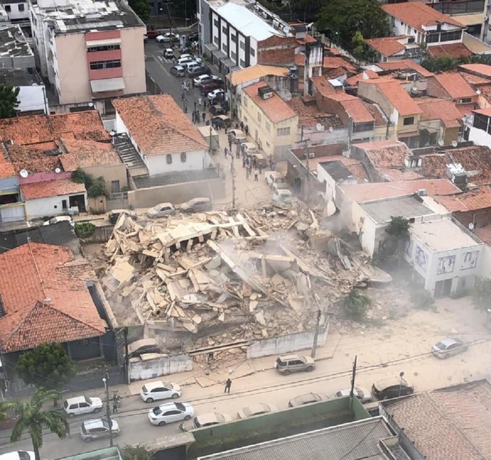 Prédio de 7 andares cai em Fortaleza - Foto: Reprodução/SVM
