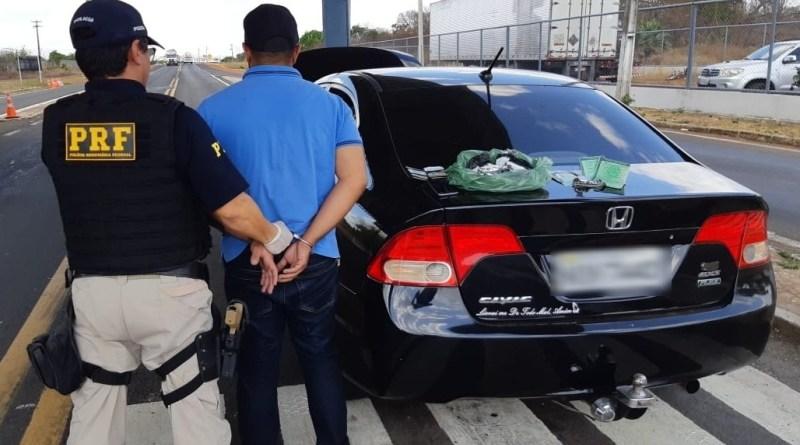 PRF prende traficante a apreende cocaína na BR 343