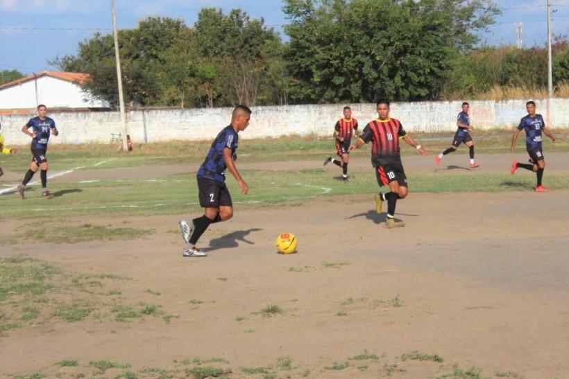 Imagem do jogo de abertura da competição entre as equipes do Gomes e Miami (Foto: Marcos Genilson/Agora Piauí)