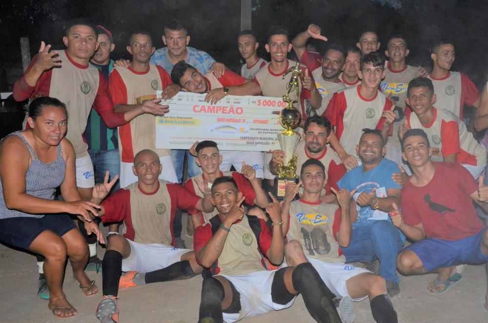 Santos comemora o primeiro título de campeão municipal (Imagem: Valdomiro Gomes/CANAL 121)