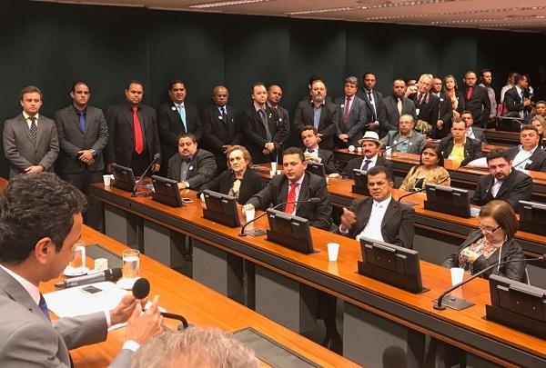 Prefeitos da região do Médio Parnaíba se reúnem com bancada federal piauiense para reivindicar melhorias para os municípios