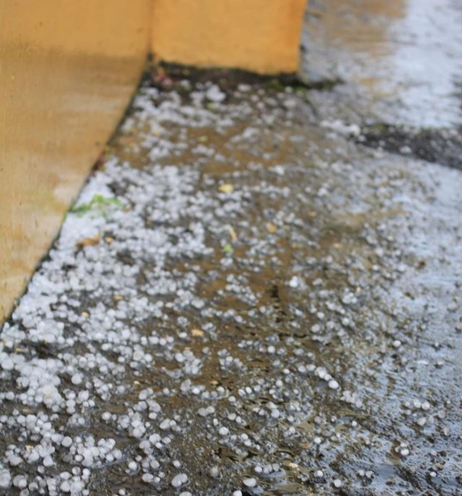 Chuva de granizo surpreende e causa transtornos em Monenhor Gil — Foto: Divulgação