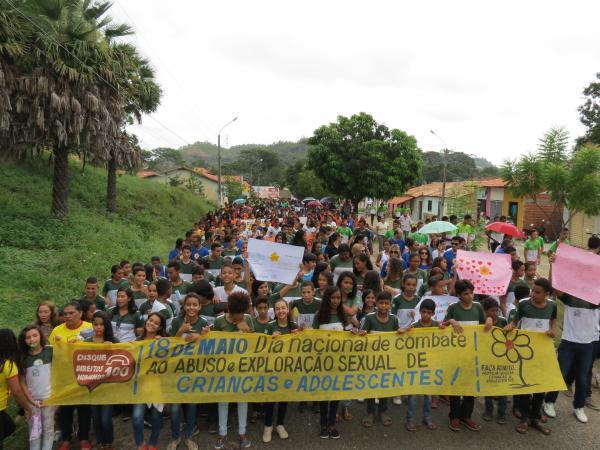 Caminhada Em Mobilização Ao Dia Nacional de Combate à Exploração Sexual de Crianças e Adolescentes em Monsenhor Gil
