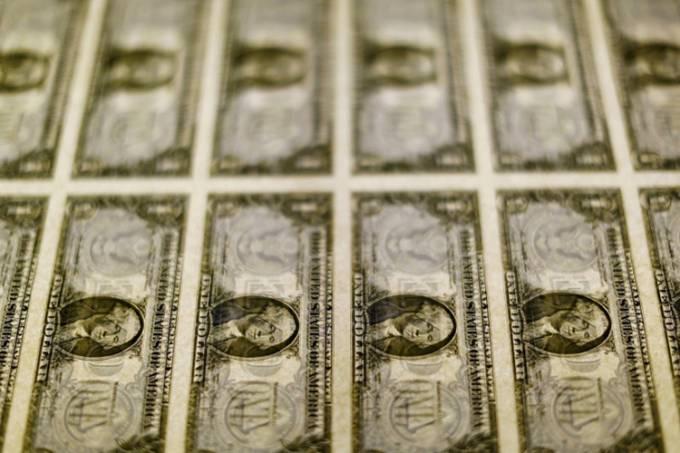 Após fala de Guedes, dólar dispara para R$ 4,24 e atinge novo recorde