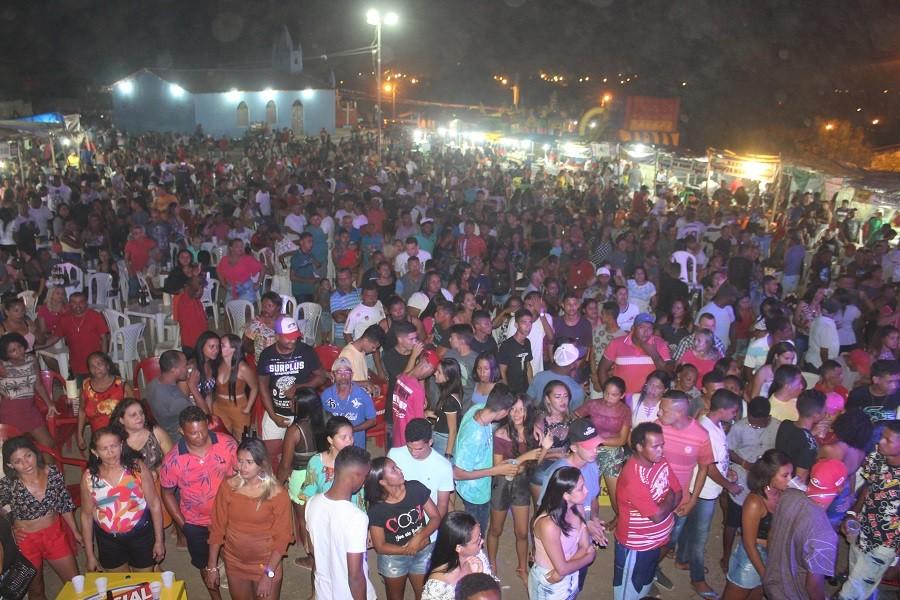 Festejo | Meninos de Barão reúne multidão na primeira noite do bairro Mutirão