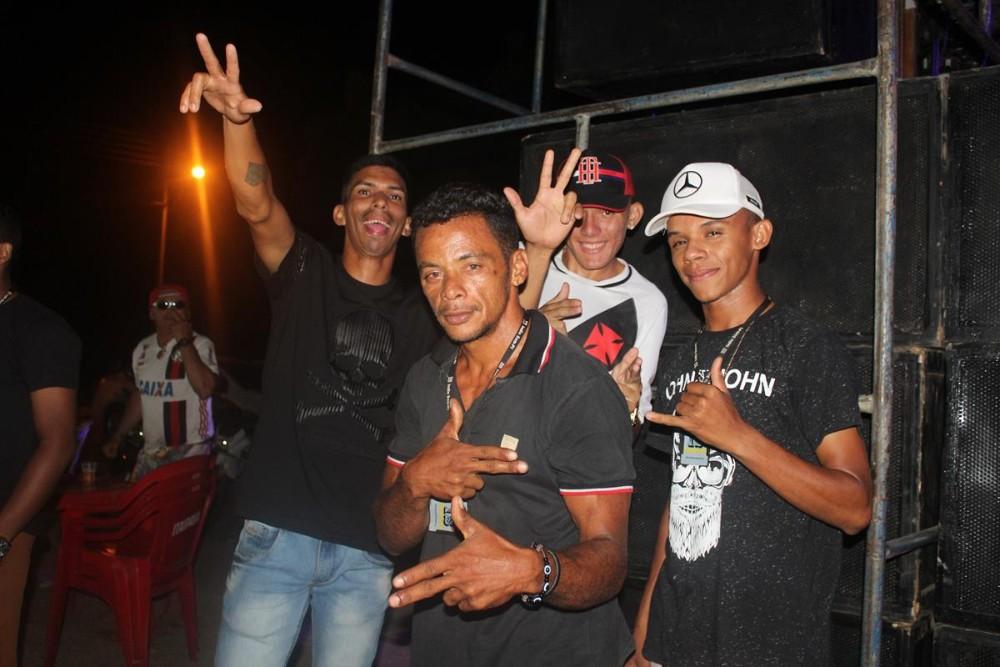 São Pedro   Rosa Xote e banda Forró Amor e Paixão agitaram a noite de sábado; imagens