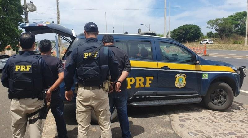 Dois homens são presos em Teresina por assalto a carro em Amarante