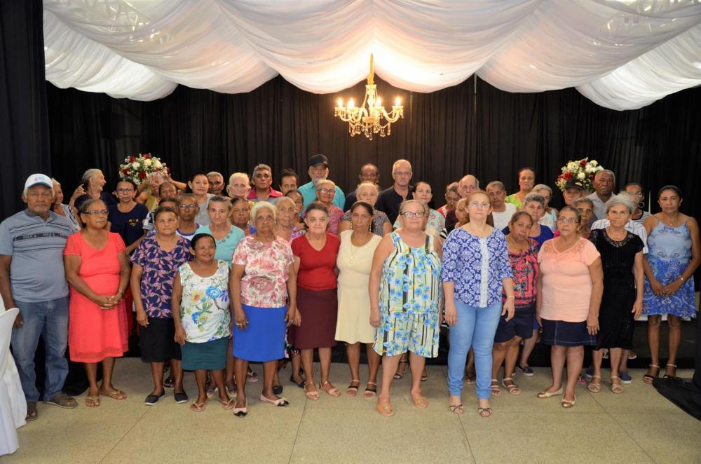Confraternização com os idosos do Serviço de Convivência de São Gonçalo do Piauí (Imagem: Valdomiro Gomes/CANAL 121)
