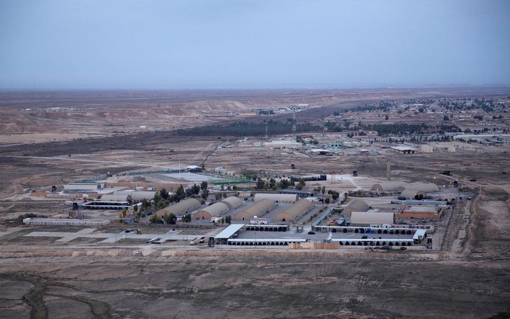 Vista aérea da base de Ain al-Asad, no deserto de Anbar, no Iraque, em 29 de dezembro de 2019. Base foi um dos alvos de foguetes iranianos na quarta-feira (8) (Imagem: Divulgação)