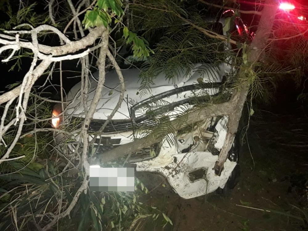 Caminhonete envolvida no acidente (Imagem: Divulgação PM)