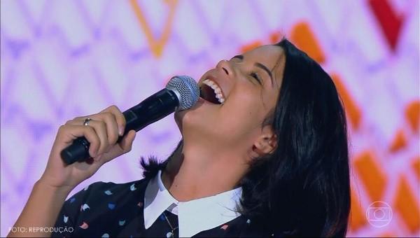 Aline Conrado do The Voice Kids canta em São Pedro do Piauí (Tocando em Frente - Primeira parte)