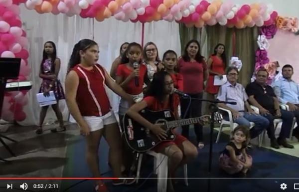ALUNAS DA REDE MUNICIPAL DE ANGICAL DO PIAUÍ - FESTA DE HOMENAGEM ÀS MÃES